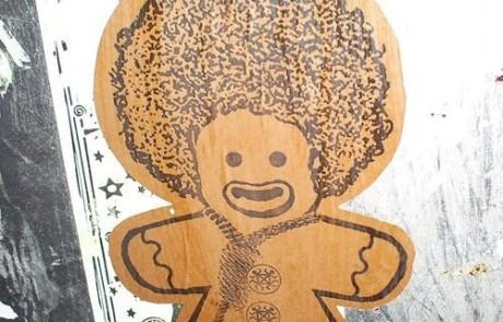 Den omstridde konstnären Dan Park skapade en egen pepparkaksgubbe med afrokrull.