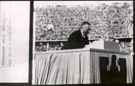Sven Hedin talar vid Olympiska spelen i Berlin 1936.