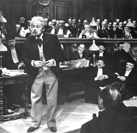 Scen ifrån dramafilmen Émile Zolas liv (The Life of Emile Zola) . Denna belönades med en Oscar för bästa film år 1937.