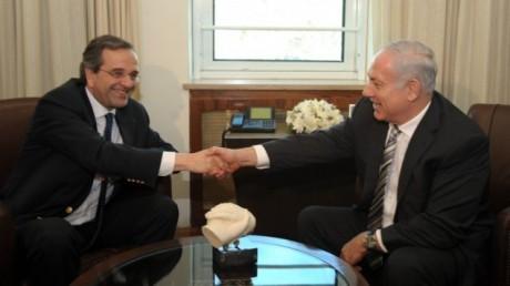 Antonis Samaras skakar hand med Israels premiärminister Benjamin Netanyahu för två år sedan.