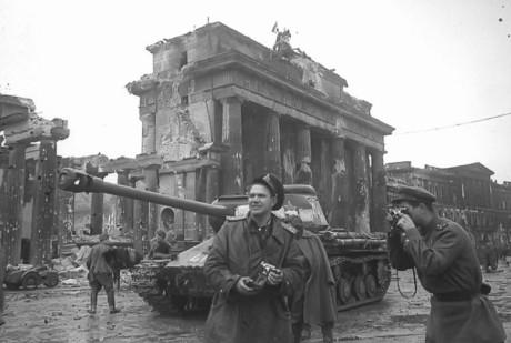 Sovjetiska soldater i Berlin.