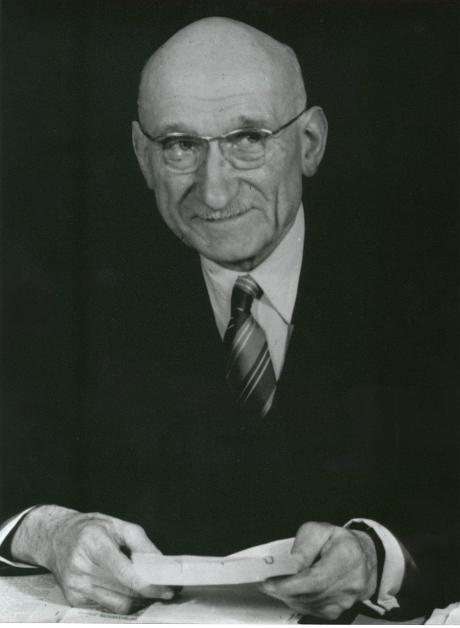 Frankrikes utrikesminister Robert Schuman presenterade idén om Kol- och stålgemenskapen.
