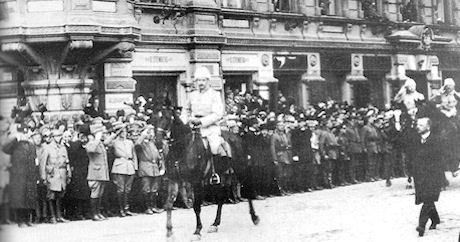 Segerparaden 16 maj 1918, Mannerheim framför Vita armén