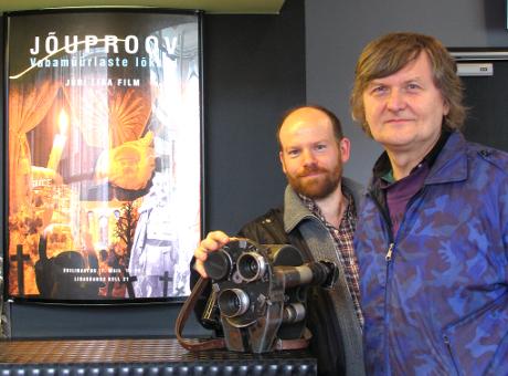 Författaren och filmregissören Jüri Lina (till höger) med regiassistenten Steve Ahlberg. Bilden är från en tidigare filmpremiär i Tallinn.