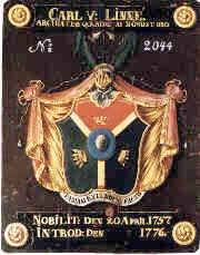Linnés vapensköld är indelad i tre fält: stenriket, djurriket och växtriket.