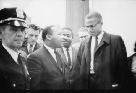 Martin Luther King och Malcolm X. Martin Luther King förespråkade till skillnad från Malcolm X assimilation före segregation och hade tätare samarbete med judar.
