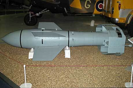 Den revolutionerande fjärrstyrda glidbomben Ruhrstahl SD 1400