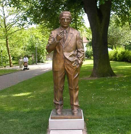 Staty som avbildar Konrad Zuse, Bad Hersfeld i Tysklad