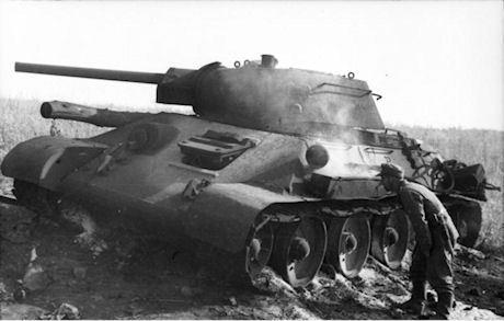 Bundesarchiv_Bild_101I-219-0553A-36,_Russland,_bei_Pokrowka,_russischer_Panzer_T34