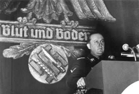 Walther Darré håller tal i Goslar 1937.