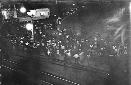 Den enda kända bilden av raskravallerna togs av en Globe and Mail-fotograf.