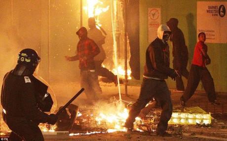 800px-Tottenham_riots_2