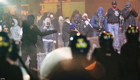 800px-Tottenham_riots_3