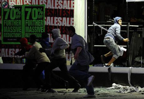 800px-Tottenham_riots_5