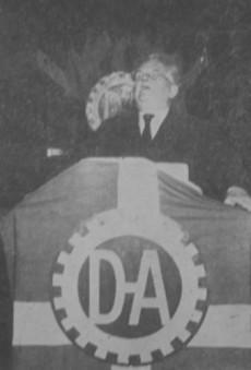 Harald Bergstedt i talarstolen för Den Danske Arbejdsfællesskab, DDA, den danska motsvarigheten till Deutsche Arbeitsfront och Kraft Durch Freude.