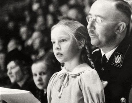 Heinrich Himmler och hans dotter Gudrun.
