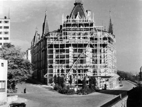 Gestapos norska högkvarter var i det närmaste intakt men tvingades till visst reparationsarbete 1943.