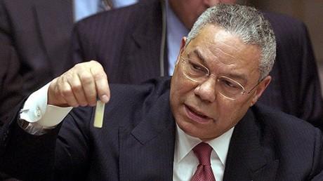 Utrikesminister Colin Powell visar upp påstådda irakiska mjältbrandsbakterier i FN.