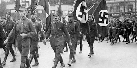 Nationalsocialister marscherar under valkampanjen 1930.