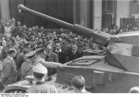 Inspektion av stridsvagn.