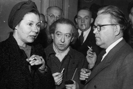 Veit Harlan (t.h.) under rättegången mot honom 1948. Till vänster Ferinand Marians änka.