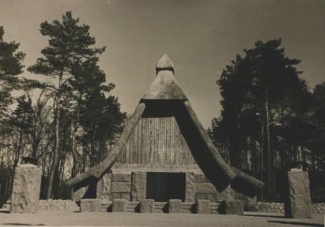 Hans Mallon Haus.