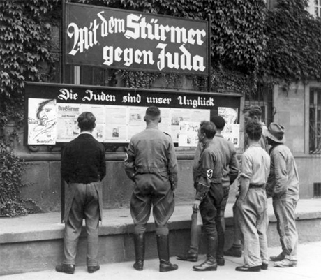 Der Stürmer i ett tyskt tidningsstånd 1933.