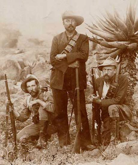 Louis Botha fotograferad inför slaget vid Spion Kop som utkämpades 23-24 januari 1900.