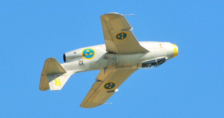 Gul Rudolf, den enda kvarvarande Tunnan i flygbart skick. En J29F.