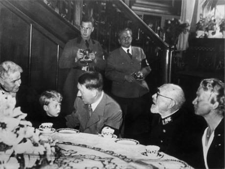 Hoffmann längst bak till höger.
