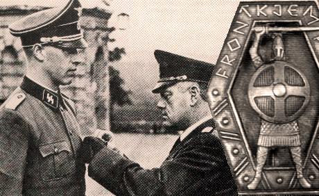 Olfa Lindvig mottar Rikspolisens hedersmedalj av Jonas Lie.