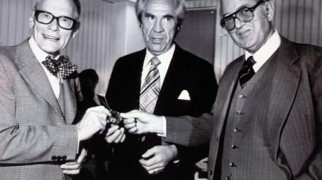 Tre svenskar - Rune Elmqvist, Åke Seening och Arne Larsson. Den sistnämnde, patienten, överlevde både uppfinnaren och kirurgen.