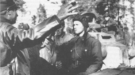 Larry_Thorne_as_leader_of_armoured_platoon_1941