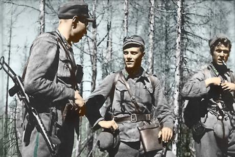 Törni med sin ställföreträdare Holger Pitkänen efter en framgångsrik strid sommaren 1944