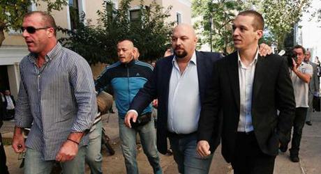 De tidigare frisläppta. Från vänster: Nikos Michos, Ilias Panagiotaro och Ilias Kasidiaris.