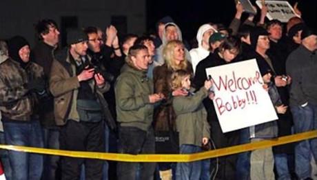 Vid ankomsten i Reykjavík, välkomnades Fischer av en folkmassa. Kort därefter gavs en presskonferens.