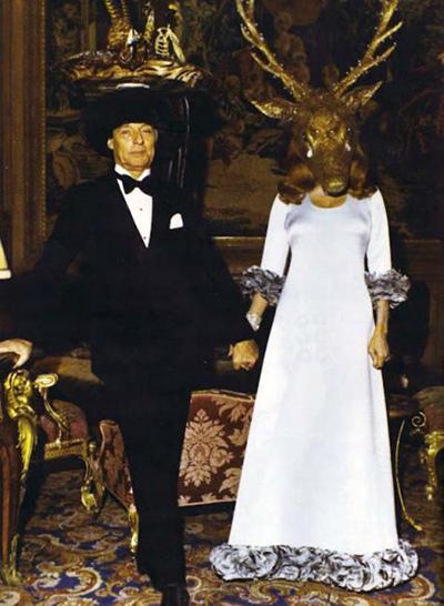 Värden Guy de Rothschild och värdinnan Marie-Hélène de Rothschild möter upp gästerna.