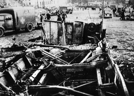 Vraket efter den spårvagn där 44 civila dog.