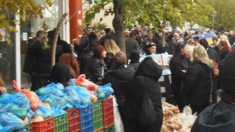 Gyllene grynings matutdelningar till fattiga greker kan hotas av beslutet. Partiets företrädare uppger dock att de sociala aktiviteterna fortsätter.