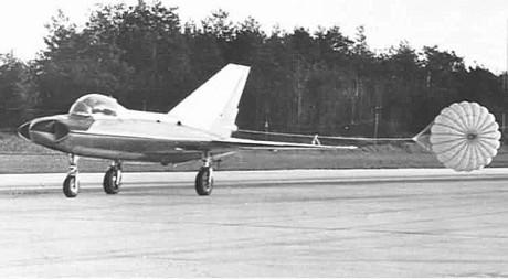 SAAB 210 med bromsskärm.