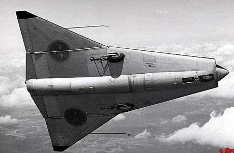 Den första dubbeldeltavingade konstruktionen i världen, SAAB 210.