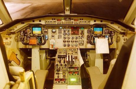 Förarkabinen i en SAAB 340.