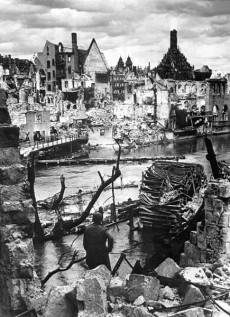 435px-Nuremberg_in_Ruins_1945_HD-SN-99-02986