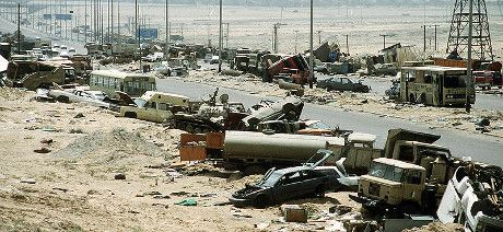 Demolished_vehicles_line_Highway_80_on_18_Apr_1993