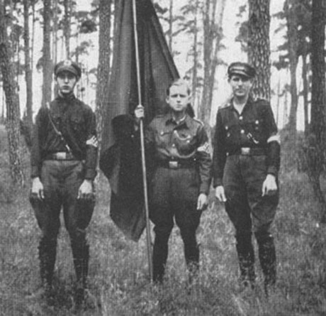 Tre medlemmar i Hitlerjugend från Buesselkiez