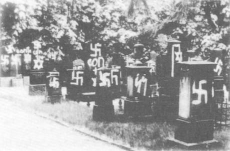 En false flag-aktion vid en judisk kyrkogård i Mainz, Västtyskland.