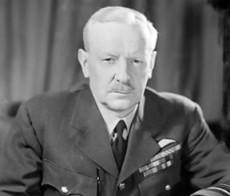"""Arthur Harris: """"Målet med Combined Bomber Offensive…är förstörelsen av tyska städer, dödandet av tyska arbetare och störningar av det civiliserade livet i Tyskland."""""""