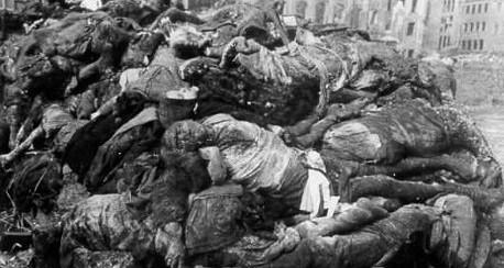 Döda tyskar efter bombningarna av Dresden.