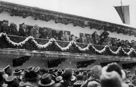 Adolf Hitler inviger de olympiska vinterspelen i Garmisch-Partenkirchen 1936.