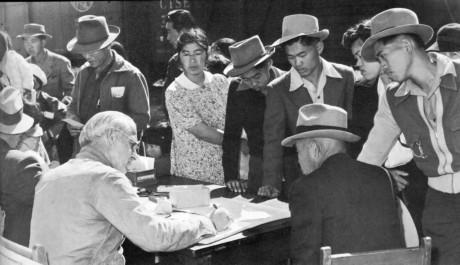 Japaner evakueras från Pacific Coast.